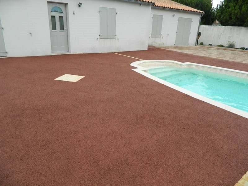 Pavimentos de piscinas permosol 13 pavimentos pavipor for Pavimento para piscinas