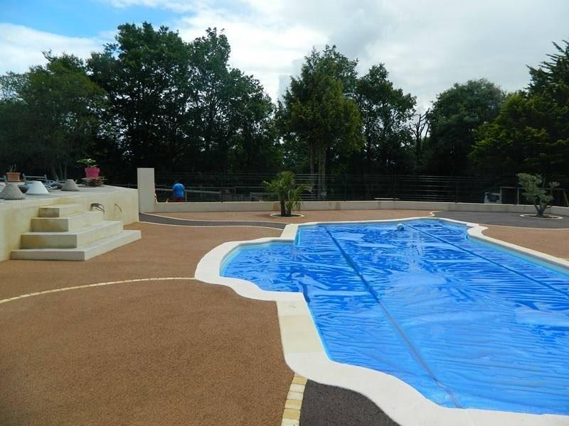Pavimentos de piscinas permosol 8 pavimentos pavipor for Pavimento para piscinas