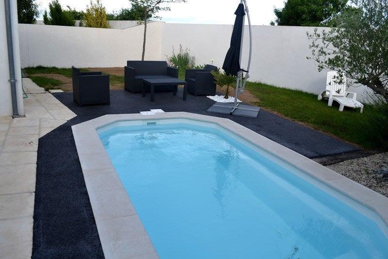 Pavimentos de piscinas permosol 9 pavimentos pavipor for Pavimento para piscinas