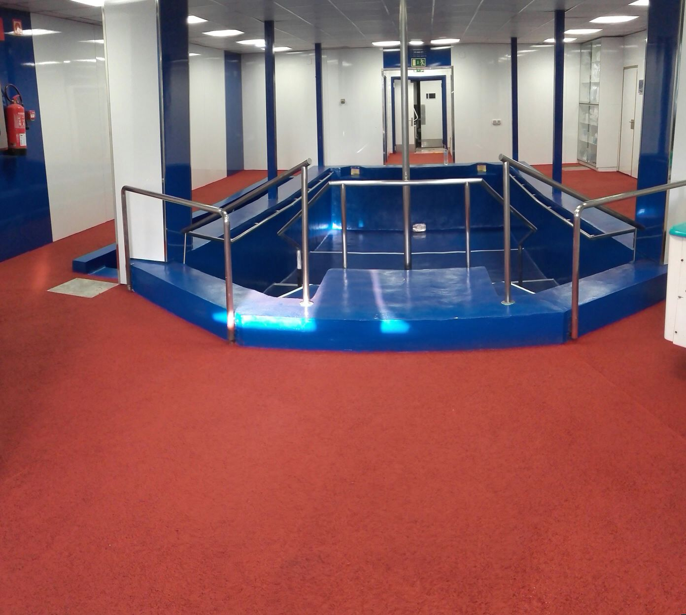 Pavimento de zona de playa de piscina 3 pavimentos pavipor for Pavimento para piscinas